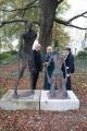 Aus dem Wasser Steigender und Rufer, 2009, Bronzeguss von Marc Krepp, aufgestellt am 12. Novemer 2012 und am 14. Oktober 2014 (Foto: Marc Krepp, Sabina Grzimek, Lothar C. Poll (v. l. n. r.)
