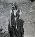 Mädchen mit Kopftuch, 1940, s/w-Fotografie, 40 x 40 cm