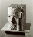 Kopf mit Hand, 1979, Gips und Glasaugen, Höhe 30 cm