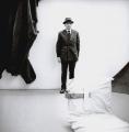 Joseph Beuys, Raumplastik, documenta 4, 1968, Handabzug auf Barytpapier, 25 x 25 cm