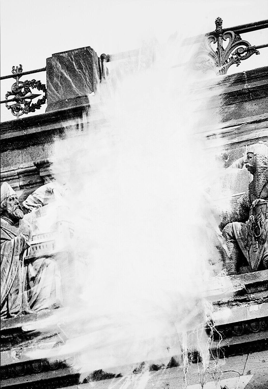 Daniel Poller, Allein das Mittelstück (aus: Der große Gewinn), 2017, ausgelöschter Pigmentprint, 160 x 110 cm