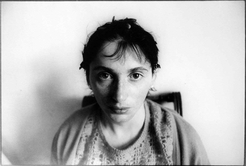 Gundula Schulze Eldowy, Gabi Leisenberg, Berlin 1982, Silbergelatineabzug, 48,5 x 58 cm, aus der Mappe: Zeit an Zeit, erschienen 1989, mit insgesamt 20 Fotos aus den Jahren 1979-89