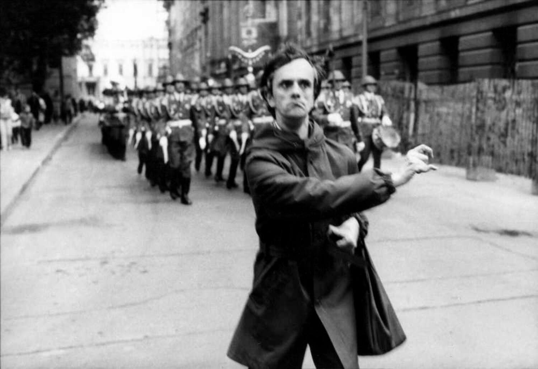 Gundula Schulze Eldowy, o.T., Berlin 1986, Silbergelatineabzug, 48,5 x 57,5 cm, aus der Mappe: Zeit an Zeit, erschienen 1989 mit insgesamt 20 Fotos aus den Jahren 1979-89