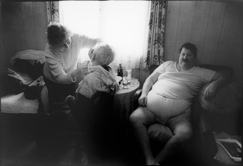 Gundula Schulze Eldowy, o.T., Berlin 1982, Silbergelatineabzug, 49,5 x 58 cm, aus der Mappe: Zeit an Zeit, erschienen 1989 mit insgesamt 20 Fotos aus den Jahren 1979-89