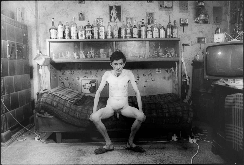 Gundula Schulze Eldowy, Lothar, Berlin 1983, Silbergelatineabzug, 48,4 x 56 cm, aus der Mappe: Zeit an Zeit, erschienen 1989 mit insgesamt 20 Fotos aus den Jahren 1979-89