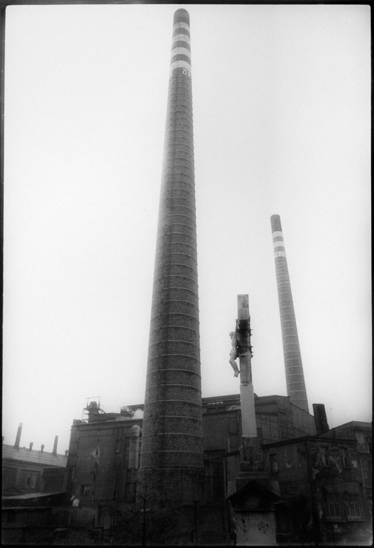 Gundula Schulze Eldowy, o.T., Polen 1980, Silbergelatineabzug, 57,8 x 48,8 cm, aus der Mappe: Zeit an Zeit, erschienen 1989 mit insgesamt 20 Fotos aus den Jahren 1979-89