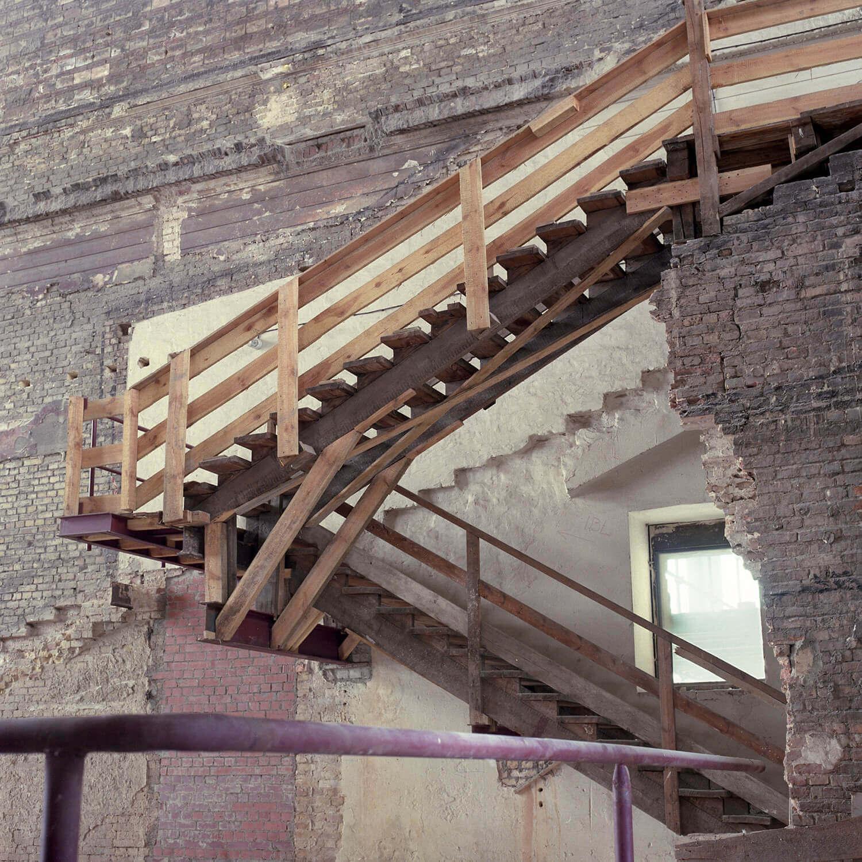 Jenö Gindl, ohne Titel 3, 1992/ 2009, C-Print, 29 x 29 cm, aus der Serie: Neues Museum