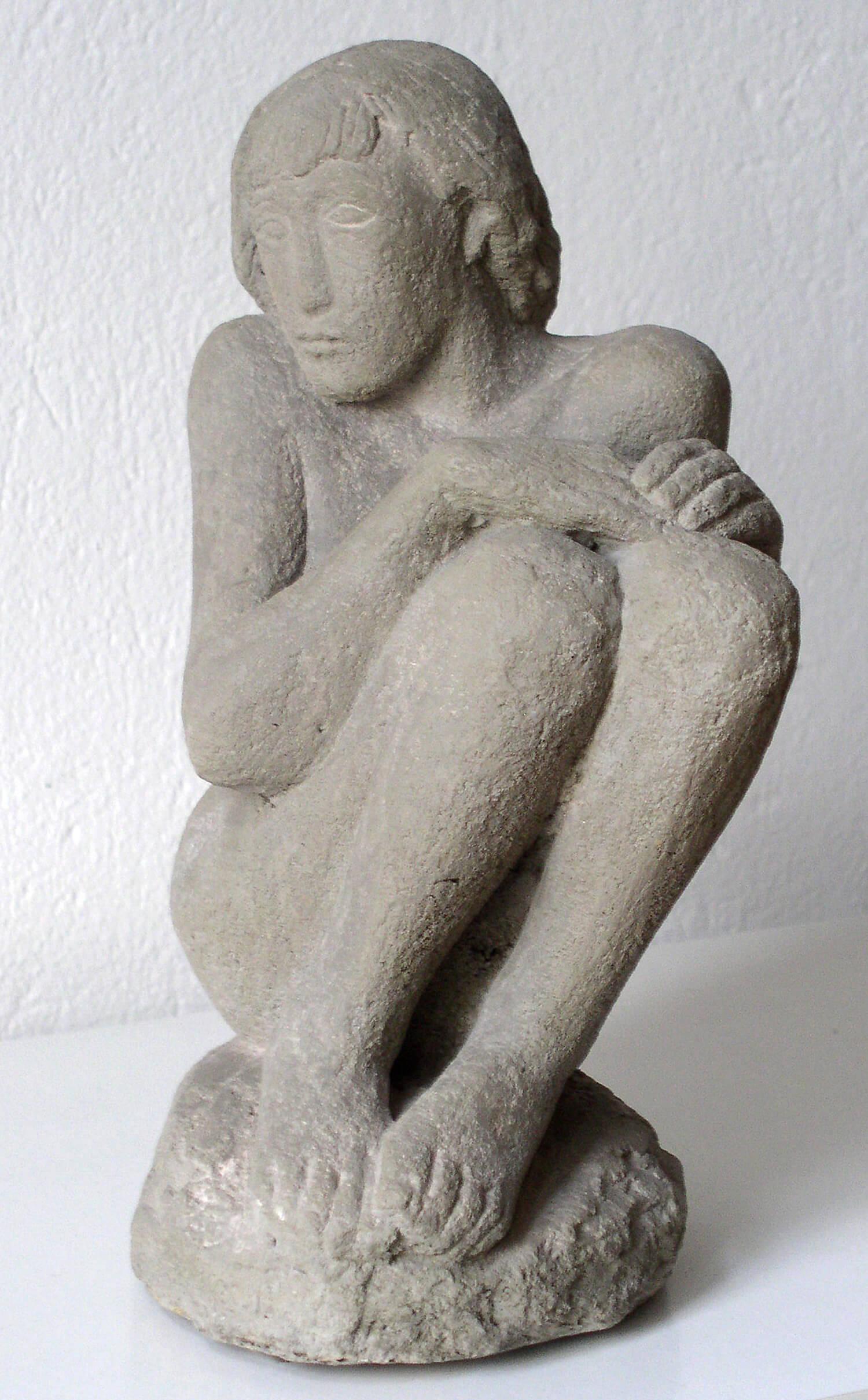 Genni / Jenny Wiegmann-Mucchi, Das kranke Mädchen, 1933, Sandstein, Höhe 33 cm, Bronzeguss möglich