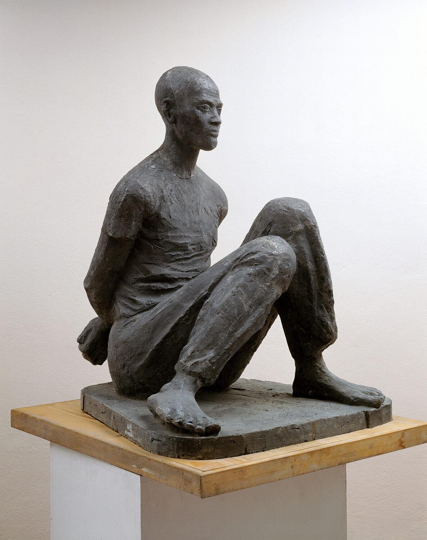 Genni / Jenny Wiegmann-Mucchi, Lumumba (Überführung nach Thysville), 1961, Zement, Höhe 82 cm