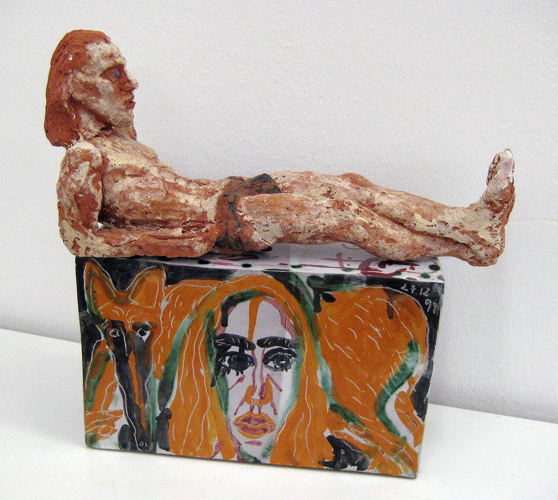 Sabina Grzimek, Liegender, 1998-99, Terrakotta bemalt, 17,5 x 36 x 14 cm
